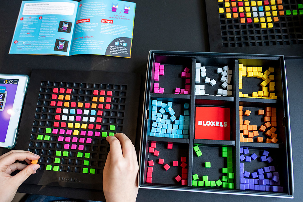 giant_monsters_bloxels